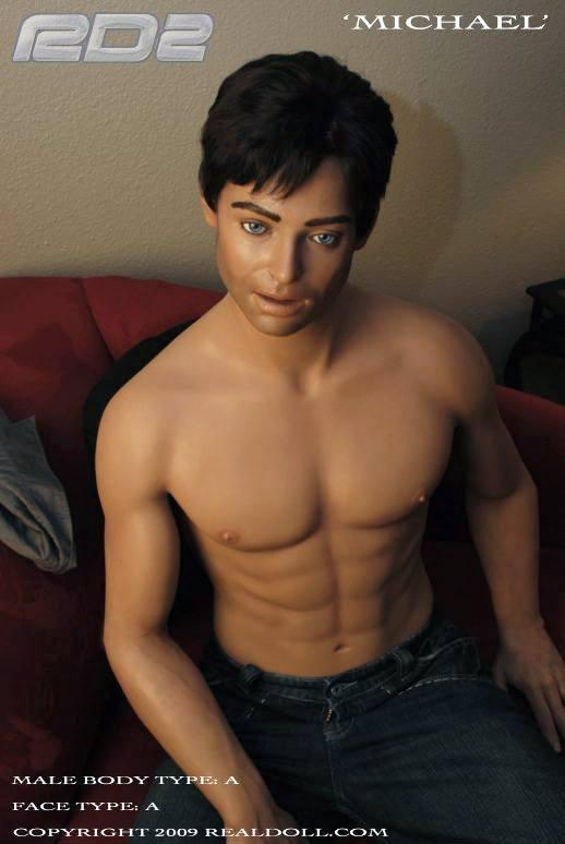 Michael ist eine der muskuösen männlichen Silikonpuppen